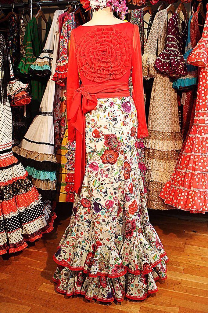 Me gusta la forma de la falda. Y con mi tela y un bolero de color