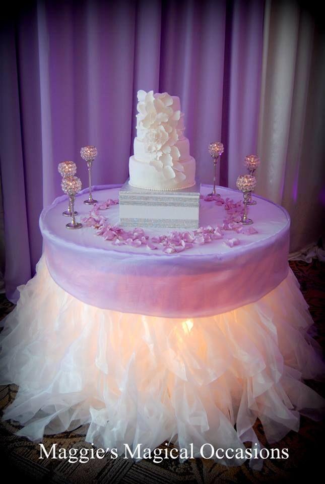 White wedding, white petal cake, white wedding cake, lavender wedding
