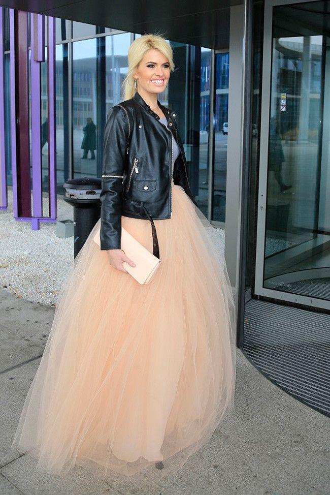 ¿Es un look de fiesta? No, es Adriana Abenia vestida de novia
