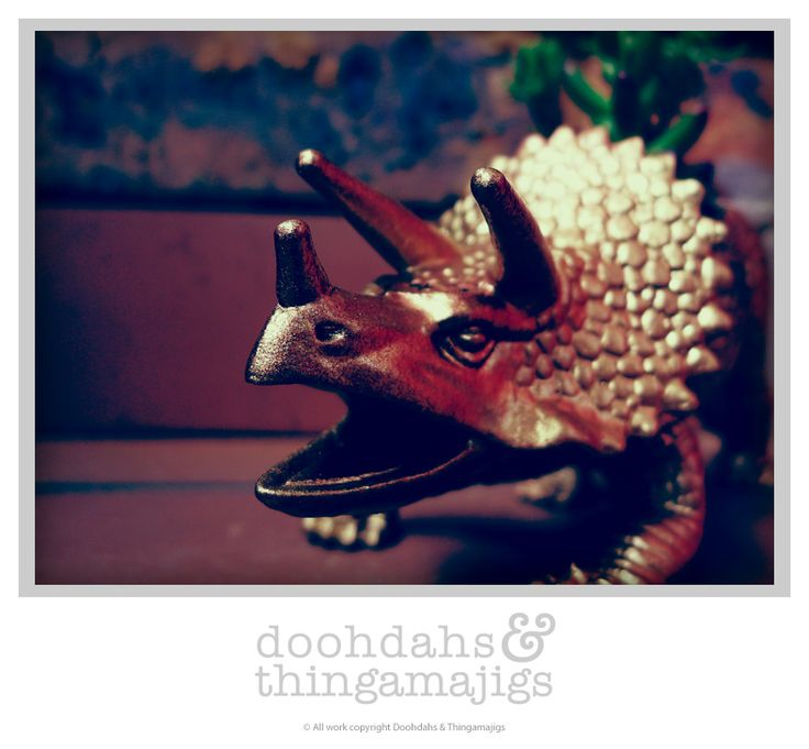 Doohdahs & Thingamajigs attempt at the famous planters ;) Triceratops, gold finish
