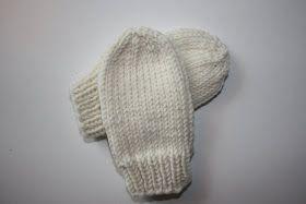 Jeg har strikket disse søte små vottene etter en oppskrift laget av Kaitlyn Wong fra Sassy Stitchess . Vottene er superenkle og en hyggelig...