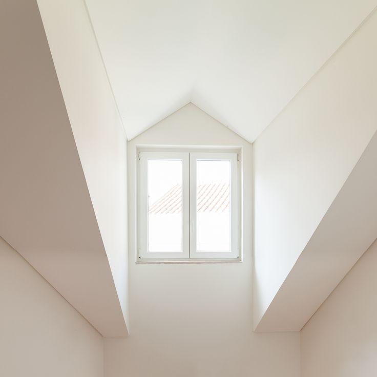 Fragmentos de Arquitectura   Travessa das Necessidades   Arquitetura   Architecture   Atelier   Design   Indoor   Details   White   Minimal   Stairs   Minimalism   White