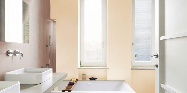Beże wypełniają przestrzeń atmosferą komfortowego ciepła - w zaaranżowanej w takich tonacjach łazience łagodnie się rozbudzimy, z uśmiechem rozpoczynając kolejny dzień. Pamiętajmy też, że beże nie muszą być monotonne – zestawiając ich różne odcienie osiągnąć możemy ciekawy i oryginalny efekt.