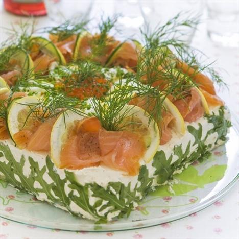 Sommarsmörgåstårta  | swedish sandwich cake with salmon