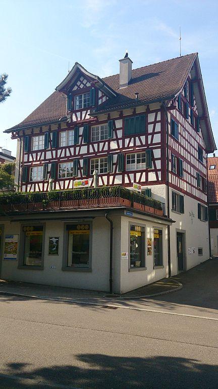 Wohn- und Geschäftshaus, Schönenbergstrasse 6, Wädenswil ZH, Switzerland