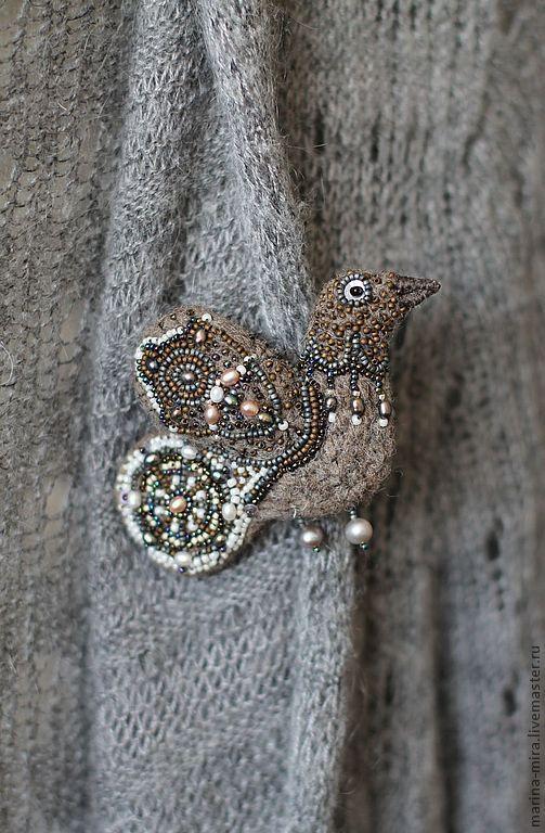 Купить войлочная птичка брошь,серия Сказочный лес. - коричневый, брошь, птичка-брошка