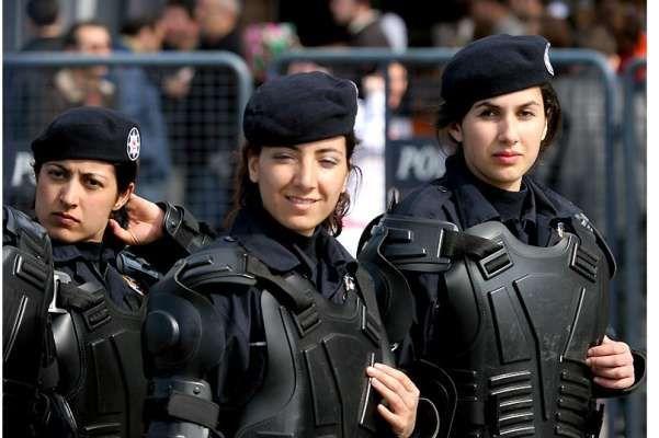 Turkish female soldiers