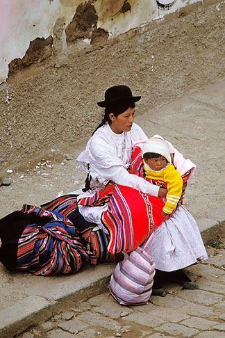 www.villsethnoatlas.wordpress.com (Ajmarowie, Aymara) Bolivia, Lake Titicaca, Aymara woman and child, Copacabana