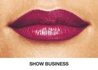 Uusi Avon Hollywood -huulipuna sävyssä Show Business on täydellinen tumma luumusävy talveen.   Perfect dark plum lipstick for winter: Avon Hollywood lipstick in Show Business