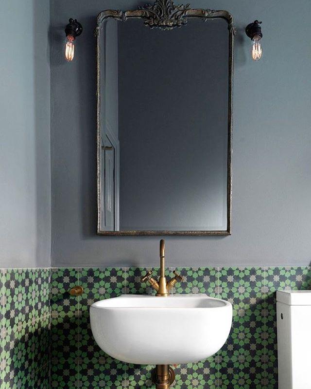 Bathroom | (Those #Tiles!) ✨ @luigirosselliarchitects #greywalls #greentiles #bathroomtiles #vanity #bathroom