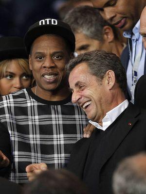 Nicolas Sarkozy et son nouveau BFF, Jay Z : Si les joueurs du PSG ont brillé mardi soir face à Barcelone lors de leur deuxième match de Ligue des Champions (victoire 3-2), des supporters VIP...