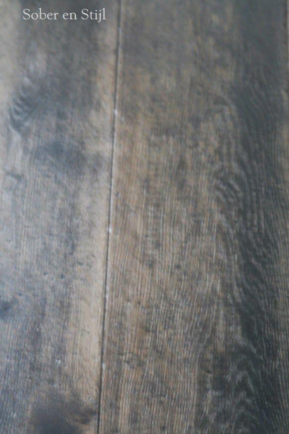Vloer behandeld met loogbeits verbrand eiken van esatto