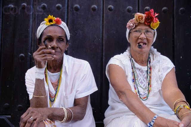 На, выкури! Участники соперничают за звание «самый длинный пепел». Ну, или самый короткий «бычок». Во всяком случае судьи меряют именно размер окурка, благодаря которому сгоревший табак может долго сохранять форму. Это лишь часть обширной программы Международного фестиваля кубинских сигар (Habanos Cigar Festival) на Кубе.