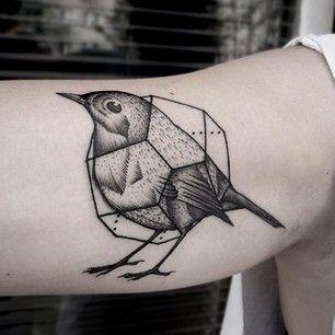 Voire un oiseau dans une cage géométrique. | 49 idées sublimes de tatouages noir et gris