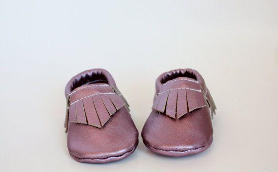 Mocassini bambino pelle lilla metallizzato di SophieKateMoccasins, $36.00