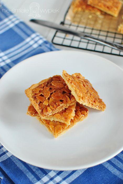 Maślane kwadraty z migdałami w karmelu
