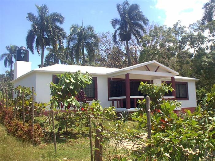 Villa in vendita sulle colline di Sosua Repubblica Dominicana Santo Domingo Stato: In Vendita Listing #: V-12056 LG Prezzo : U$79,000 Camere: 2 Bagni: 2 Area di Costruzione (piedi quadrati): 1076 / sq Meters: 100 Misure del Terreno (piedi quadrati): 9526 / sq Meters: 885