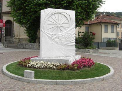 """Het kerkje Madonna del Ghisallo - """"Het dorp Albese con Cassano ligt ten oosten van Como aan de weg naar Erba en Lecco op circa 25 kilometer van de kapel van de Madonna del Ghisallo."""