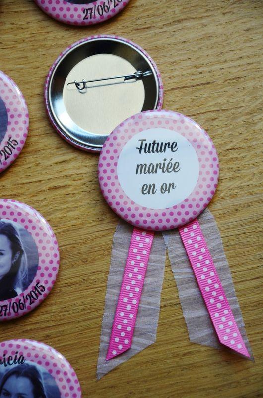 Kit de badges et cocarde pour enterrement de vie de jeune fille (EVJF)