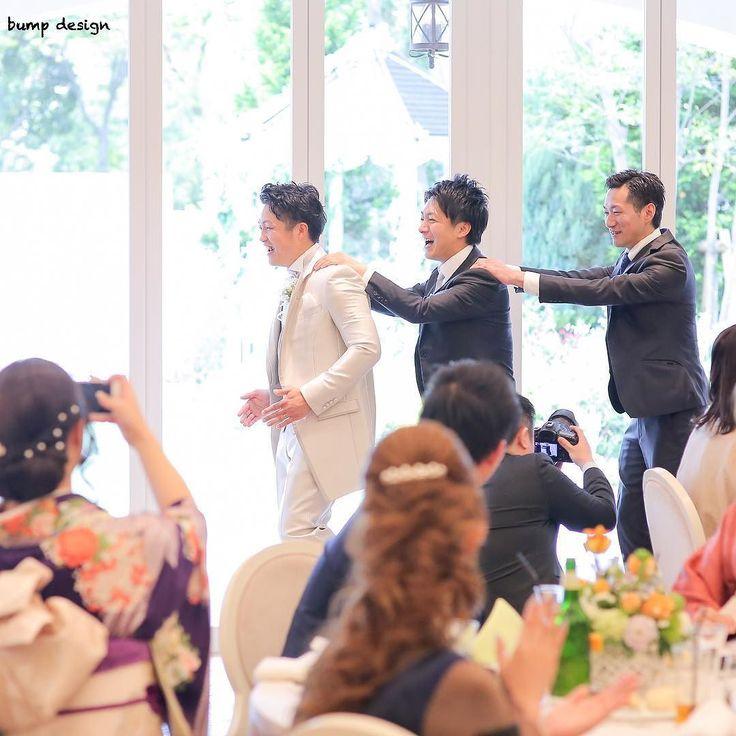 #お色直し退場  中座退場での一コマ  新郎さんがご兄弟さんと退場の際自然と列車になって進み始めこの息のぴったり具合笑  兄弟愛を強く感じた素敵な瞬間  大人になってもこうやって一緒にふざけれる関係って最高ですよね  #結婚#結婚式#結婚写真#ブライダル#ウェディング#wedding#前撮り#ロケーション前撮り#ドレス#カメラマン#結婚式カメラマン#ブライダルカメラマン#写真家#結婚式準備#花嫁準備#花嫁#プレ花嫁#プロポーズ#ウェディングドレス#バンプデザイン#bumpdesign#instagramwedding#instagramjapan#イトウスグル#IGersJP#写真好きな人と繋がりたい #ファインダー越しの私の世界#日本中のプレ花嫁さんと繋がりたい
