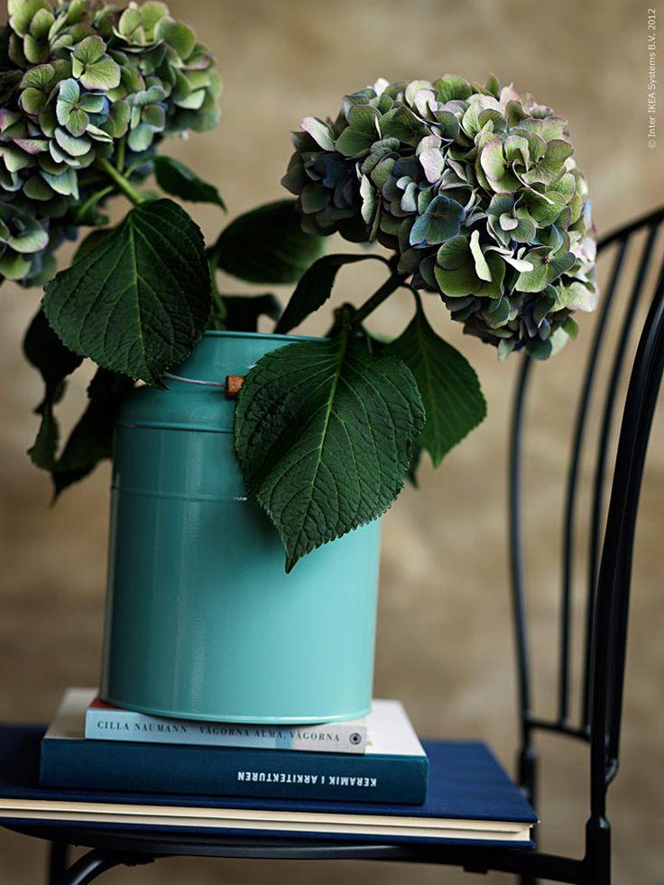De nya vaserna SOCKER, design Sarah Fager, hör till mina favoriter i höst. Till formen lantligt rustik men till färgen och den högblanka ytan trendigt industriell!