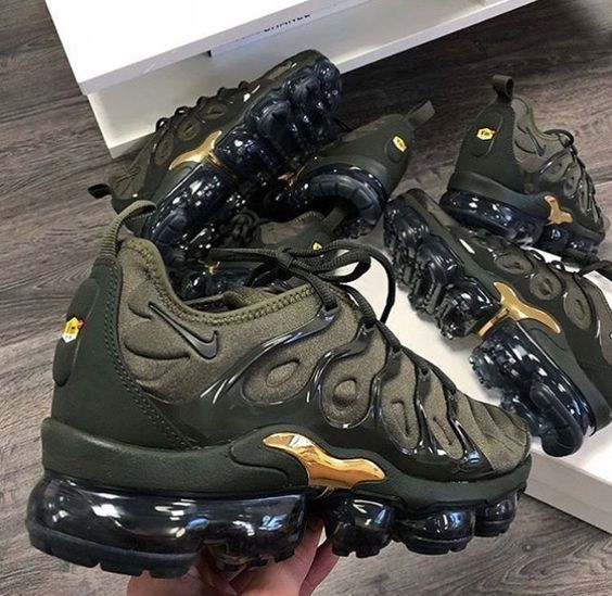 nike air vapormax plus khaki gold  #AIKOCHAUSSURE #CHAUSSUREFEMME #NIKE #BASKETF…