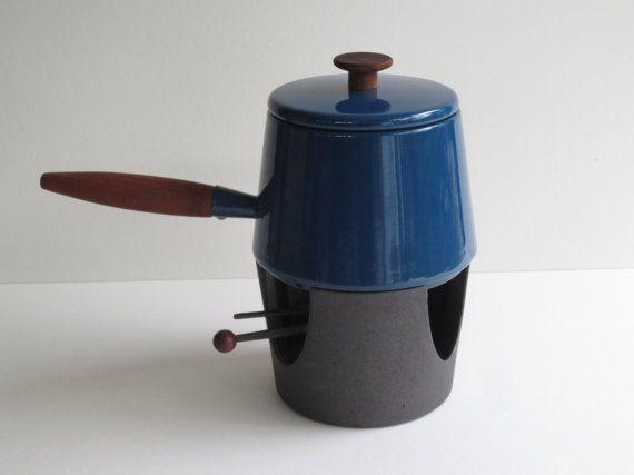 Copco azul esmalte cubierto olla Fondue/salsa con soporte de hierro fundido y quemador y herramientas diseñadas por Michael Lax
