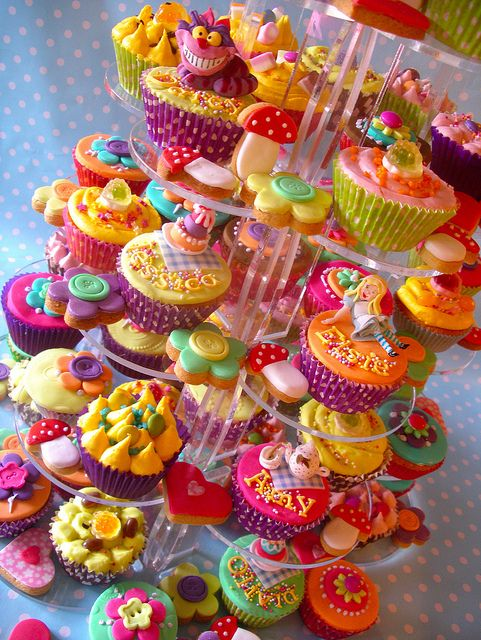 cup cakesCake Recipe, Birthday Parties, Alice In Wonderland, Cups Cake, Cupcakes Display, Cupcakes Towers, Bright Colors, Parties Cupcakes, Aliceinwonderland