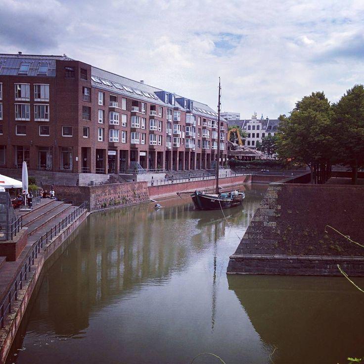 It is always there  #düsseldorf #dusseldorf #ship #boat #altstadt #oldtown #river #rhine #tourism #travel #trip #tourist #anchored #exhibit #attraction