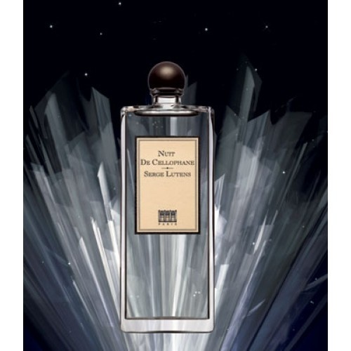 Nuit de Cellophane is een onmiskenbaar fruitige, florale geur met noten van mandarijn, jasmijn, Chinese osmanthus, anjer en lelie, verwarmd door weelderige melkachtige amandel. De houtachtige basis van sandelhout en musk is gedompeld in heerlijke zoete honing voor een onschuldige, veelzijdige geur. De florale, fruitige damesgeur werd in het begin van 2009 uitgebracht