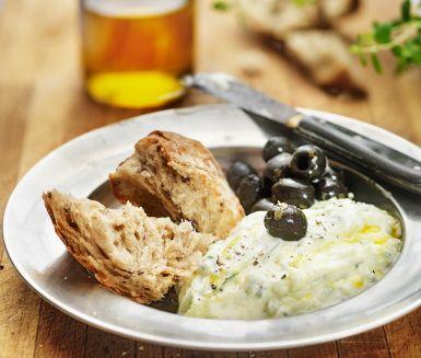Tzatziki är en grekisk sås - en riktig delikatess - som har blivit en svensk klassiker. Matlagningsyoghurt, riven gurka, pressad vitlök och olivolja är vad du behöver för en sås som passar till grillat kött, fisk, bröd, sallad - ja, till nästan allt!