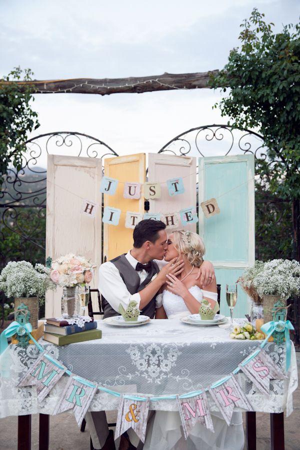 vintage sweetheart table #vintagewedding  #handcrafted http://www.weddingchicks.com/2013/10/29/bookworm-wedding/