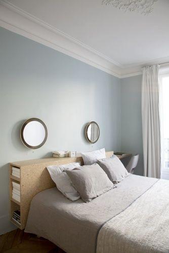 Tête de lit avec bibliothèque et bureau en agglo écologique / Archi : ATELIER PREMIER ETAGE