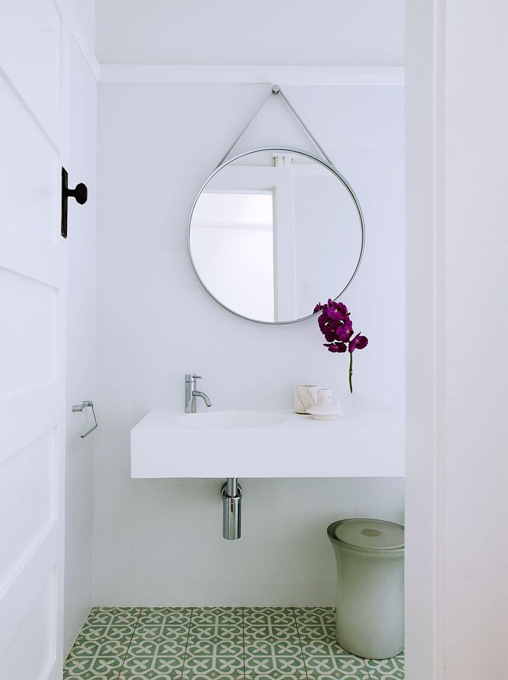 Modernism inspires laid back family home bathroom