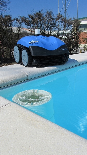 Dolphin Hybrid + DV Gold 3 by Piscine Laghetto, via Flickr: The energy efficient solution