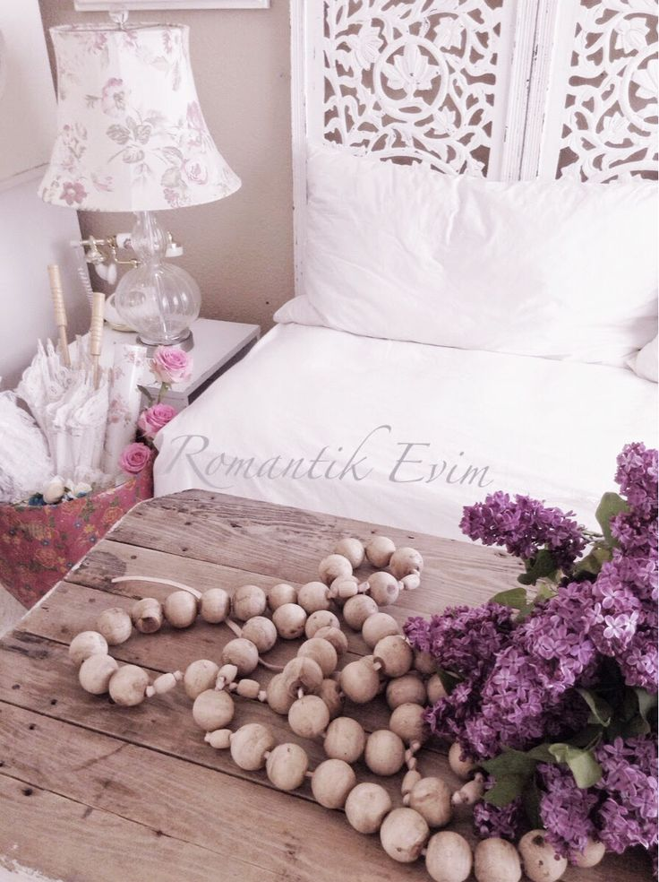 Gorgeous and such romantic shabby chic appeal. ~ Love ~ Prior pin: Romantik KIr evi stili-Romantik ev blog