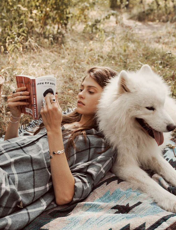 reading. dog. outside = perfection