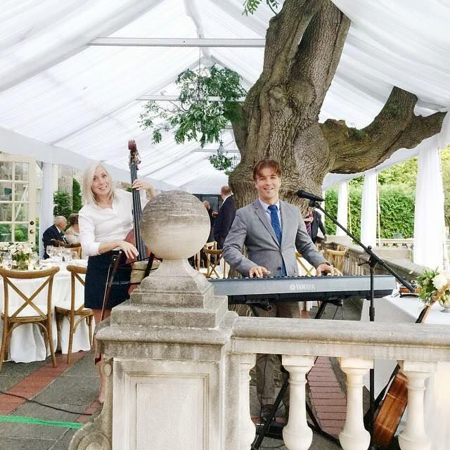 Our LIVE duo during an  outdoor cocktail hour at the dazzling Graydfon Hall Manor