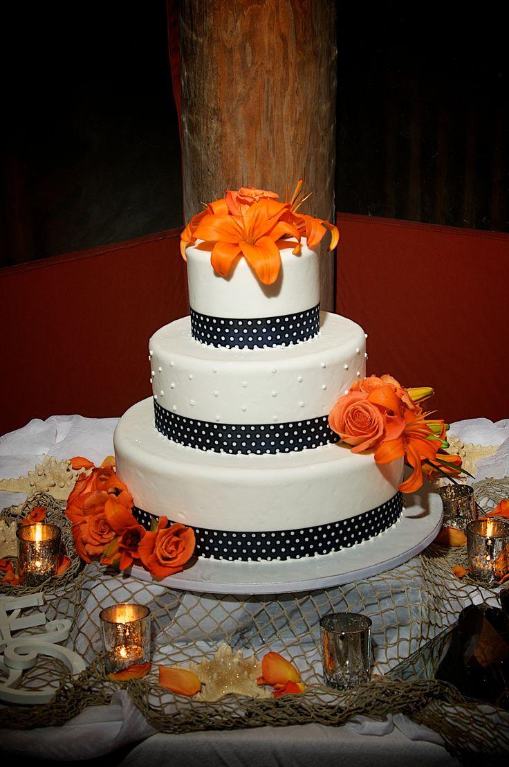 #orange lily wedding cake love the orange on this