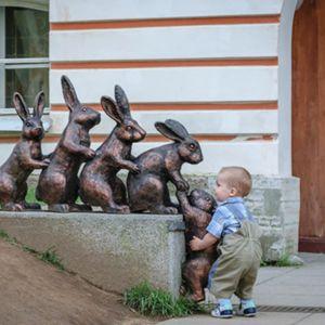 Kinderen: soms ondeugend, soms aan het klieren, soms aan het jengelen. Maar ook maar wát vaak zijn die kleintjes ontzettend lief. En hun onschuldige acties doen ons weer geloven in de mensheid. Want wanneer je ziet dat een kind zoiets kan doen, sta je toch even met je mond vol tanden. Een hart vol liefde …