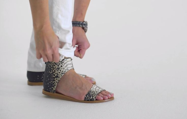 ROLL MODELS The Right Way to Cuff your Jeans   How to cuff boyfriend jeans via @PureWow