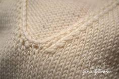 Come per gli aumenti, le diminuzioni sono una tecnica fondamentale da conoscere e appendere bene. In base al metodo utilizzato, le maglie assumono una...