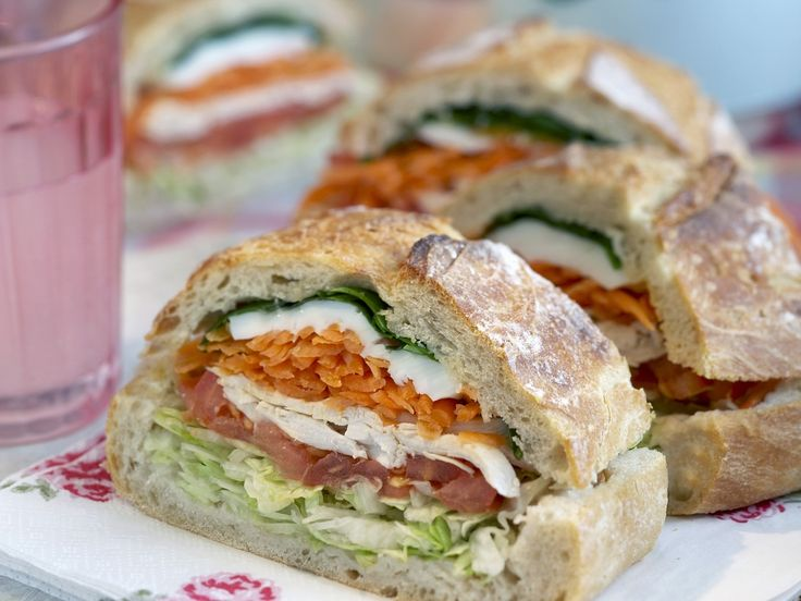 Gefülltes Brot mit Mozzarella und Hähnchenbrust | Kalorien: 360 Kcal - Zeit: 30 Min. | http://eatsmarter.de/rezepte/gefuelltes-brot-5