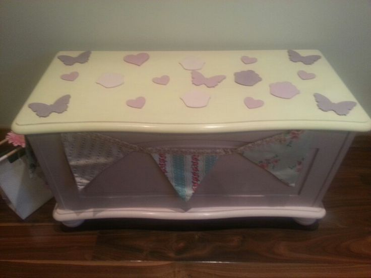 Pretty shabby chic hand painted pine toy box, painted in Cream and Antionette, Annie Sloan. Sold on Gumtree at Colourmefurniture.