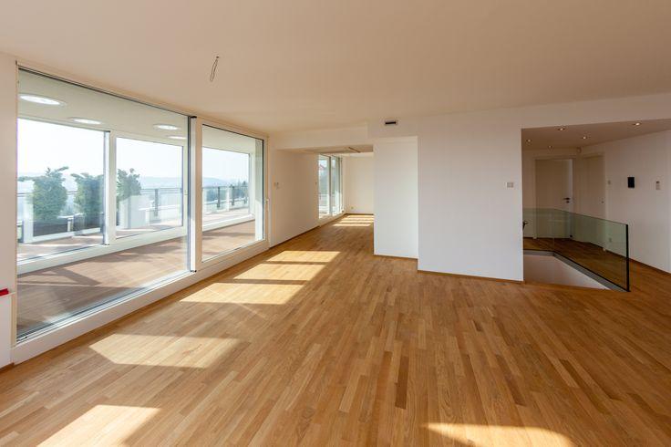 """In unserem Projekt mit Luxuswohnungen """"Residence Vyhledova"""" im Prager Stadtteil Zlichov steht nur noch eine Wohnung zum Verkauf. Auf seinen neuen Eigentümer wartet eine Fläche von 230 m2, ein Wintergarten, eine Ausstattung mit exklusivem Standard, eine Terrasse mit dem herrlichen Ausblick auf die Moldau und das Panorama Prags, eine Sauna, ein Whirlpool und die Technologie """"Home Automation"""". Mehr Informationen hier: http://www.vyhledova.cz/en/apartments/interactive-selection/house-c/c4c5.html"""