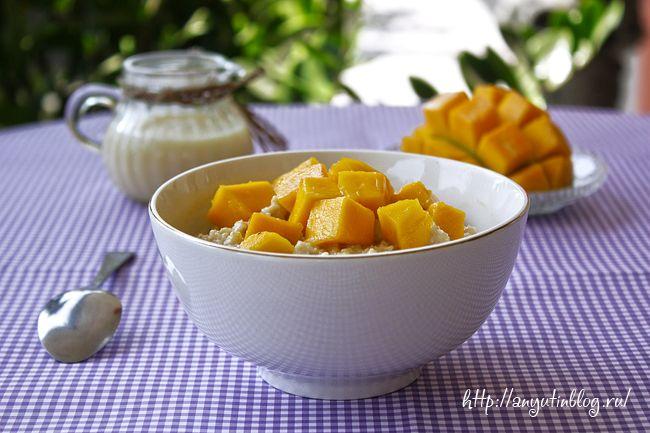 Третий рецепт приготовления овсяной каши на завтрак на моем блоге. Сама овсянка то готовится одинаково и я рекомендую покупать те хлопья, которые дольше варятся. Но у нас, на Бали, в доступе только быстрого приготовления, с ними и рецепт. И конечно же... манго. Ведь сейчас начинается сезон. #mango, #oats, #porridge, #fruits, #food, #recipes, #tasty, #sweet, #recipe