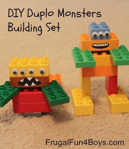 Construire un monstre en Duplo et prendre en photo. Créativité.