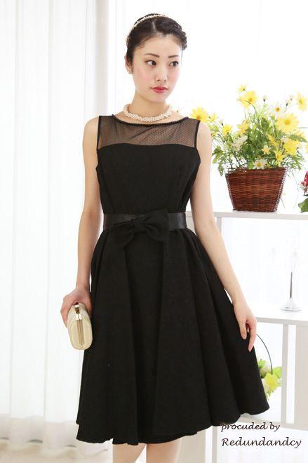 素敵な披露宴のドレススタイル♡デコルテの透け感が大人のセクシーさを演出☆黒でシックにきめて♪