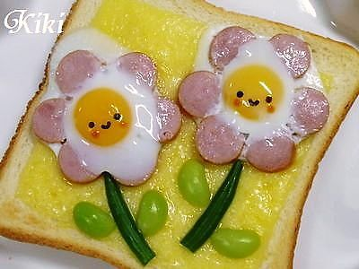ウインナーと卵がのってボリュームのありそうなトーストアート