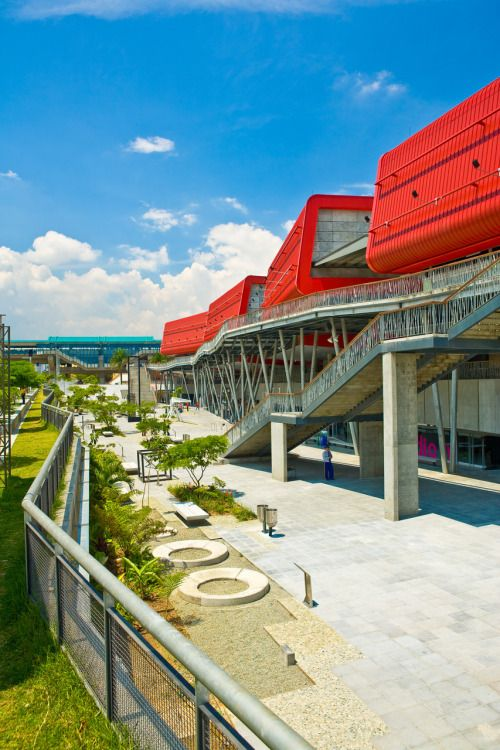 Parque Explora Medellín: This interactive science Museum contains over 300 interactive attractions and was designed to educate the local Population in an entertaining way. It opened ist gates in 2008. #Museum #interactive #Medellín #development #colombia #travelandmakeadifference